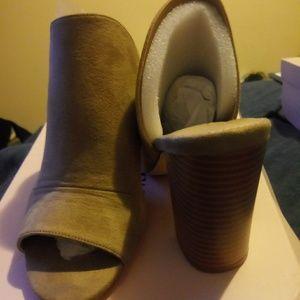 Brand new Just fab beige peep toe sandals 7.5